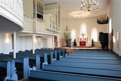 Blick vom Eingang zum Altar